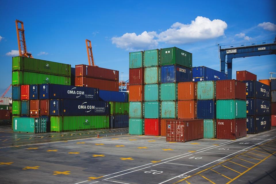 ložení kontejnerů
